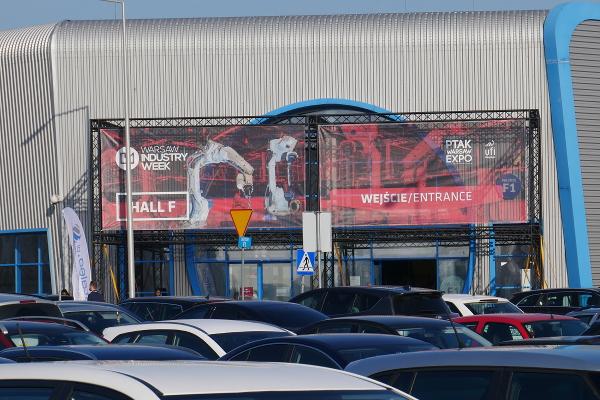 Wejście przed halą F Warsaw Industry Week